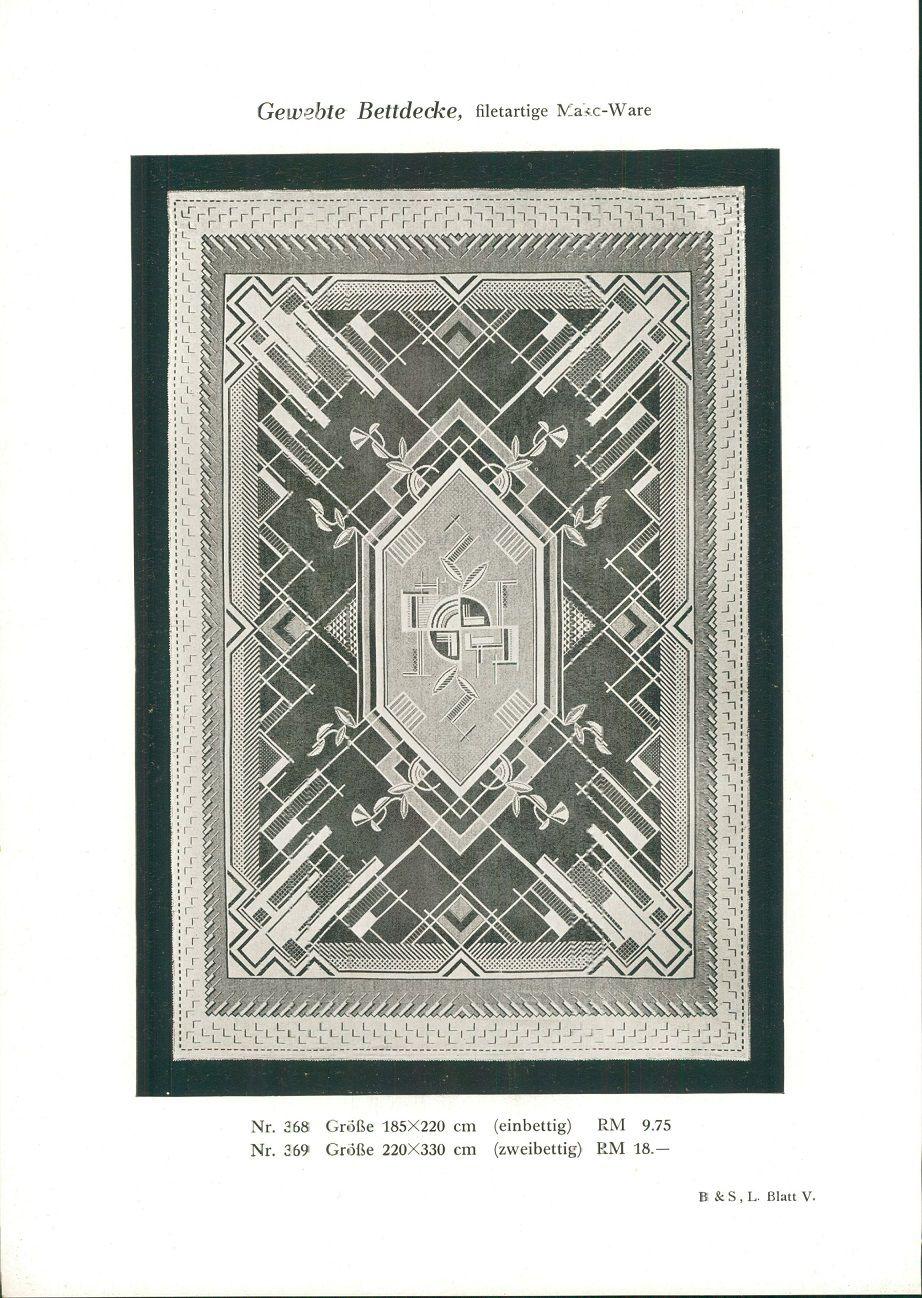 1928 - Druck nach Photographie: Gewebte Bettdecke, filetartige Mako-Ware. Nr. 368: 185x220cm (einbettig). RM 9.75. Nr. 369: Größe 220x330 cm (zweibettig) RM 18.-. B. & S. L. Blatt V.