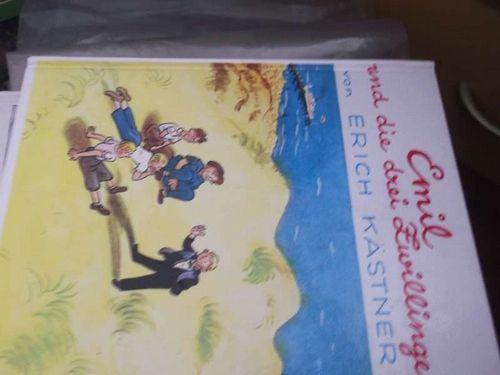 Emil und die drei Zwillinge ein Roman für Kinder mit Illustrationen von Walter Trier.  52.auflage - Erich Kästner