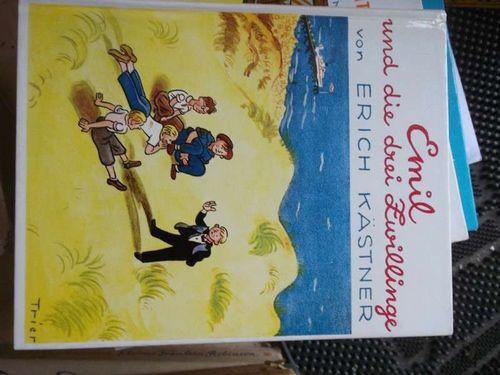 Emil und die drei Zwillinge ein Roman für Kinder mit Illustrationen von Walter Trier.  46.auflage - Erich Kästner
