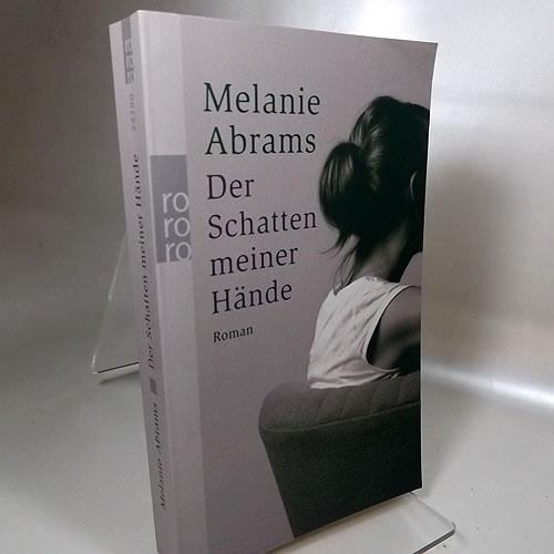 Der Schatten meiner Hände : Roman. Ins Deutsche übertragen von Ulrike Thiesmeyer.  Rororo 24780, Deutsche Erstaugabe 2008,