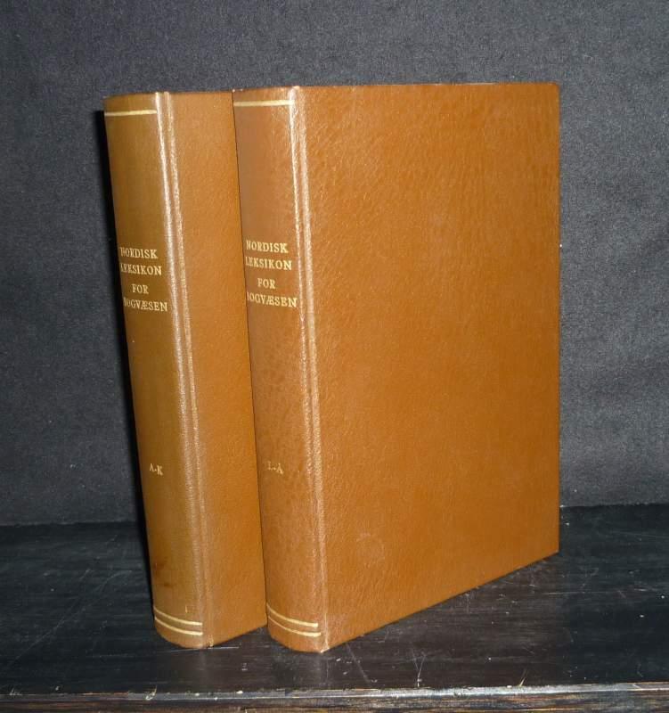 Birkelund, Palle (Hrsg.), Esli Dansten (Hrsg.) und Lauritz Nielsen (Hrsg.): Nordisk Leksikon for Bogvæsen. [2 Volumes]. Redigeret af Palle Birkelund, Esli Dansten, Lauritz Nielsen. - Volume 1: Aabne - Kålund. - Volume 2: Laage-Petersen - Aström. 2 Bände/Volumes.
