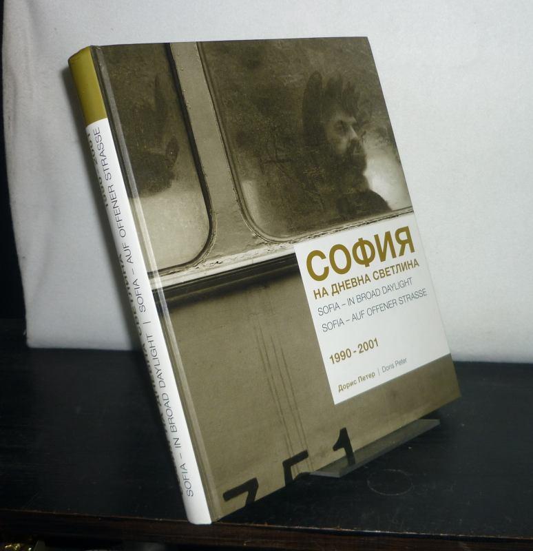 Sofija na dnevna svetlina 1990 - 2001 = Sofia in Broad Daylight = Sofia auf offener Straße. [Von Doris Peter].
