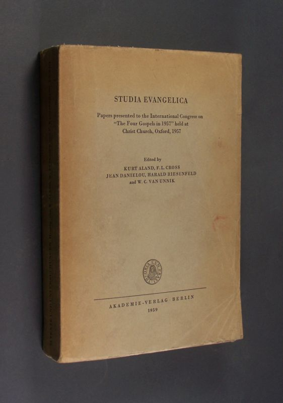 "Studia Evangelica. Papers presented to the International Congress on ""The Four Gospels in 1957"" held at Christ Church, Oxford, 1957. Edited by Kurt Aland, F. L. Cross, Jean Danielou, Harald Riesenfeld and W.C. van Unnik. (= Texte und Untersuchungen zur Geschichte der altchristlichen Literatur. Band 73 = Reihe 5, Band 18)."