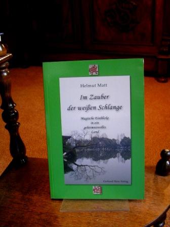 Im Zauber der weißen Schlange. Magische Einblicke in ein geheimnisvolles Land.  1. Aufl. - Matt, Helmut