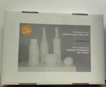 Pittura Metafisica. Weißes Stillleben aus Papier. Construction Kit. Metaphysical Art. White Paper Still Life
