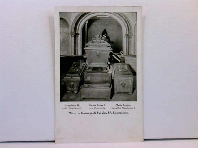 Foto-AK Wien, Kaisergruft bei den PP. Kapuzinern - Napoleon II. (Sohn Napoleons I.), Kaiser Franz I. von Österreich, Maria Louise (Gemahlin Napoleons I.)
