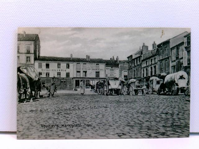 sehr seltene AK Vouziers, Marktplatz, mit Planwagen, Pferden, Personen und Geschäften; Feldpost 1916