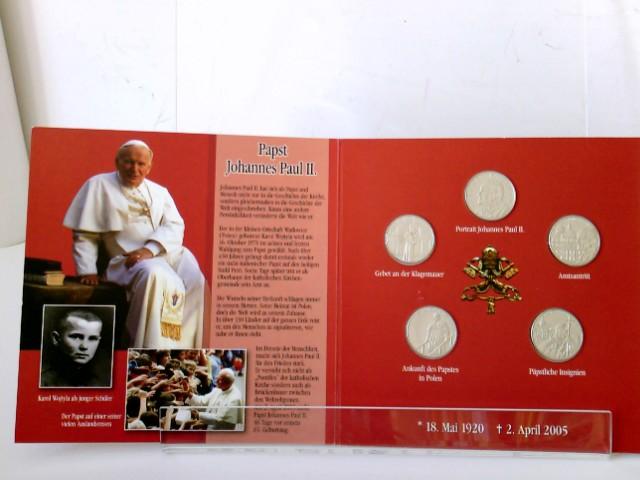 """5 Münzen je 1 Lira: 1. Portrait,  2. Amtsantritt, 3. Gebet an der klagemauer, 4.  Ankunft des Papstes in Polen, 5. Päpstliche Insignien Papst Johannes Paul II"""". 2. April 2005 """"Ich habe Euch gesucht, jetzt seid Ihr zu mir gekommen. Ich danke euch""""."""