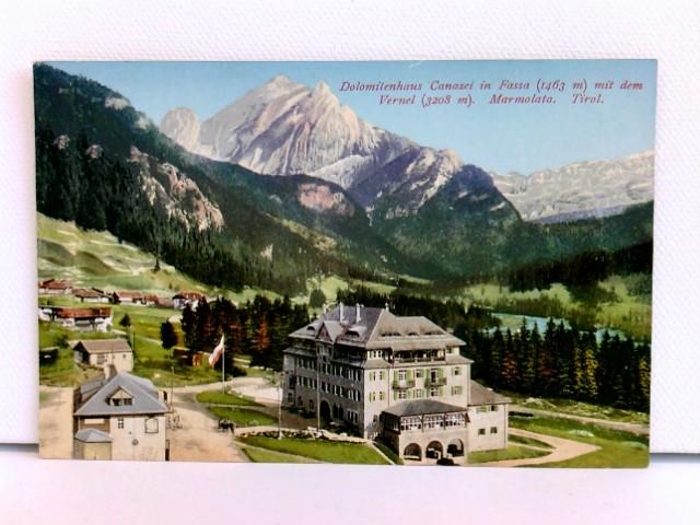 seltene AK Dolomitenhaus Canazei in Fassa (1463 m) mit dem Vernel (3208 m), Marmolata, Tirol; coloriert, ca. 1910