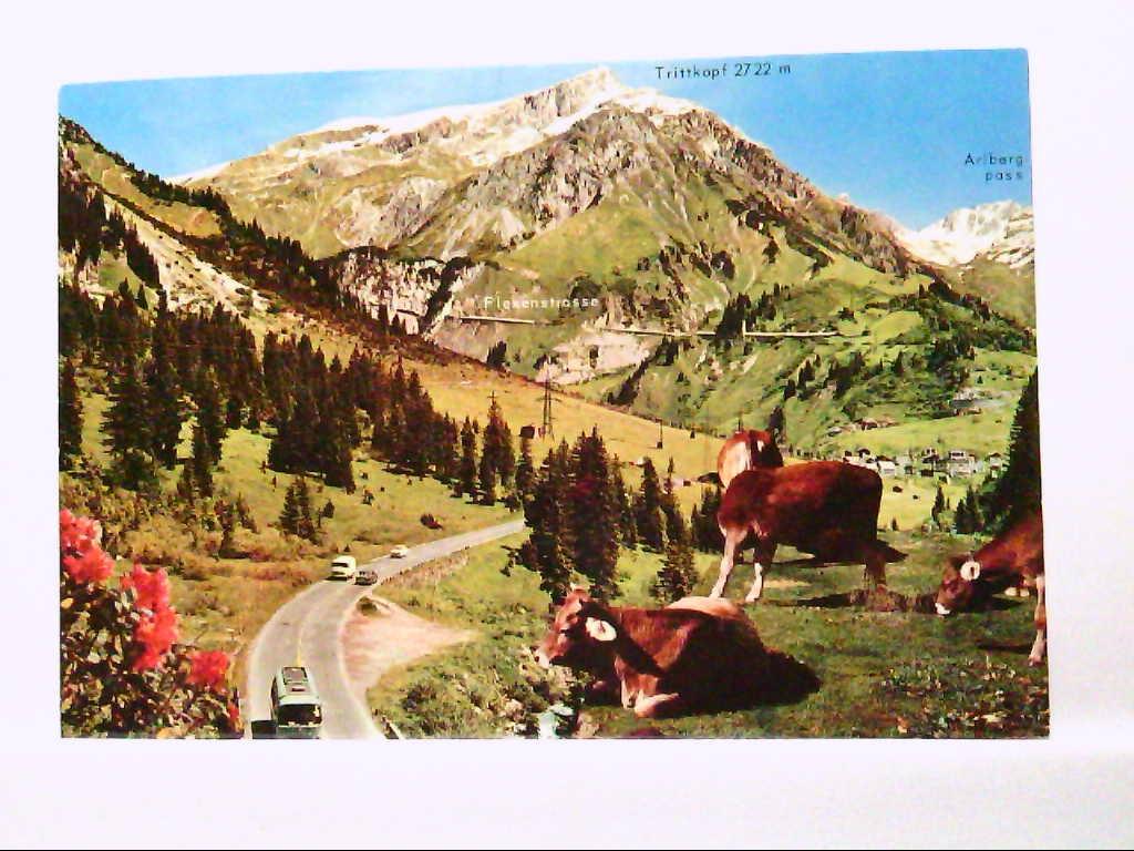 AK Arlberg / Österreich, Arlbergstrasse, alte PKW, Busse, Panoramaansicht.