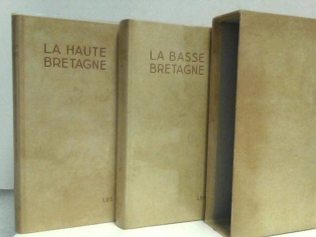 """La Basse - Bretagne / La Haute - Bretagne, de la Collection """"Les Beaux Pays"""". Die beiden Bände enthalten zusammen 400 Heliogravuren, je ein farbiges Titelbild und je eine faltbare Karte. (2 Bände im Schuber.) 2 Bände"""