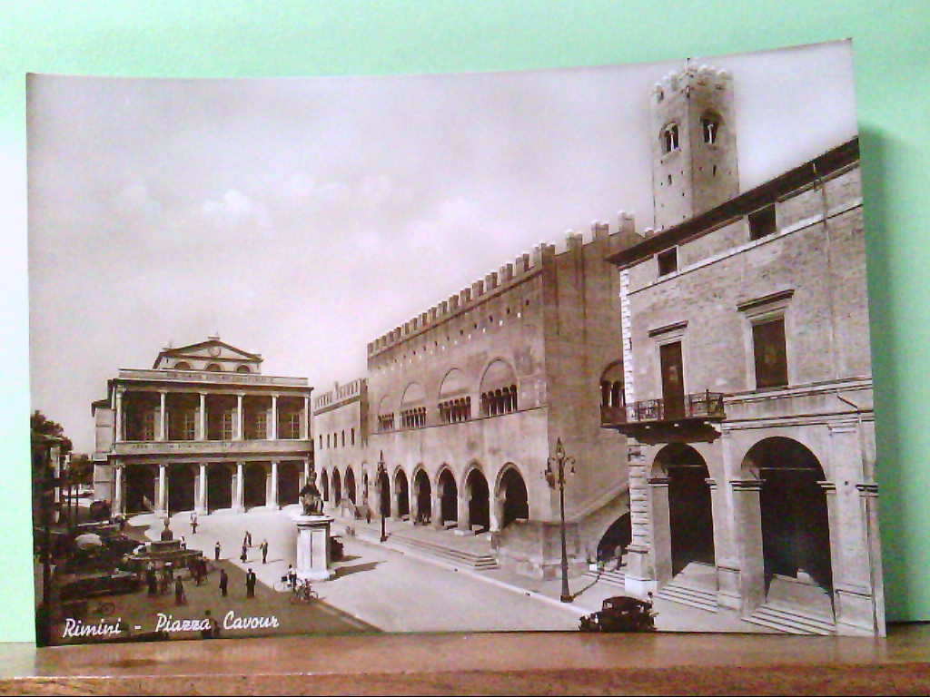 AK Rimini / Italien,  Piazza Cavour, Gebäudeansicht.