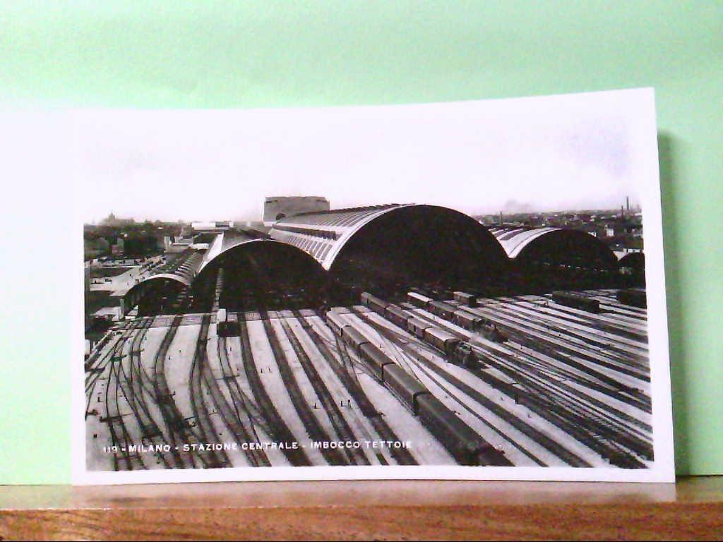 AK Milano / Italien, Stazione Centrale - Imbocco Tettoie, Züge, Gebäudeansicht.