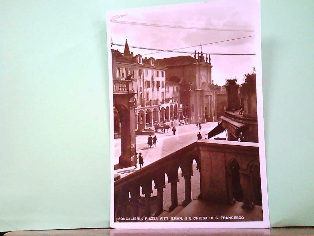 AK Moncalieri / Italien, Piazza Vitt. Eman. Il E Chiesa Di. S. Francesco, Geschäfte, Gebäude.