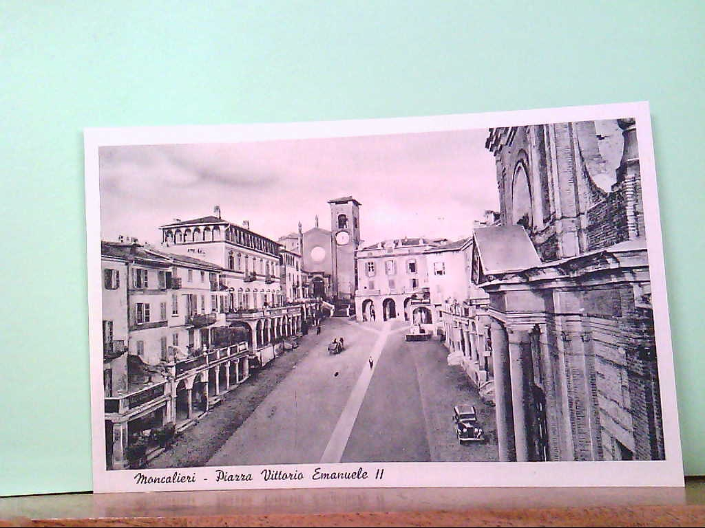 AK Moncalieri / Italien, Piazza Vittorio Emanuelle II, Strassenpartie, alte PKW.
