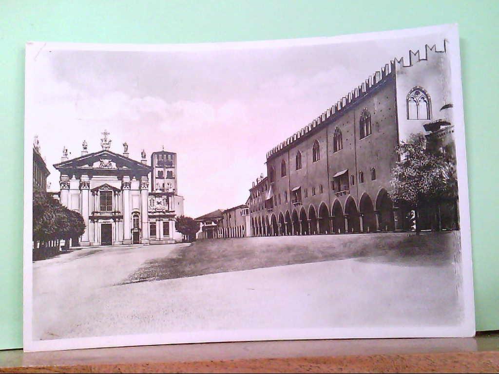 AK Mantova / Italien, Piazza Soredello con veduta del Palazzo Ducale e delle Cattedrale.