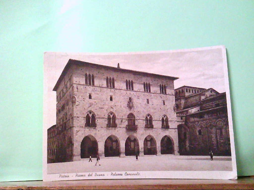 AK Pistoia / Italien, Piazza del Duomo - Palazzo Comunale, Personen, Gebäudeansicht.