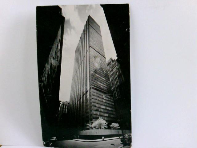 AK  Chase Manhattan Plaza. New York´s financial distict. Gebäudeansicht, Wolkenkratzer, Autos