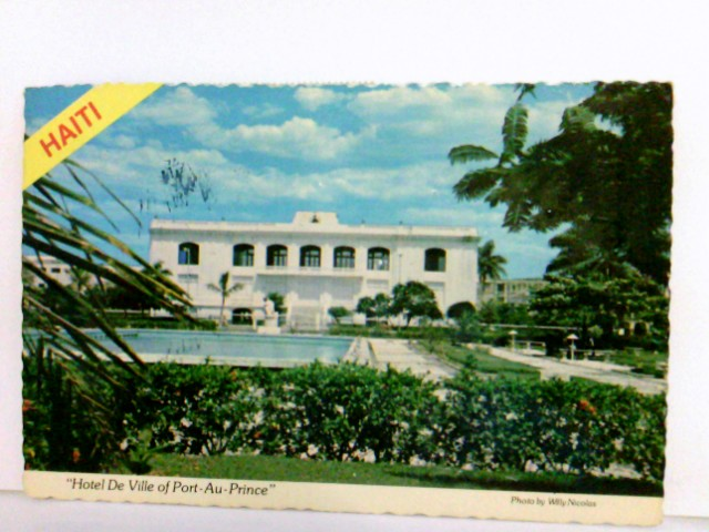 AK Haiti. L´Hotel de Ville de Port - au - Prince. Photo by Willy Nicolas. Gebäudeansicht, Swimmingpool, Gartenanlage