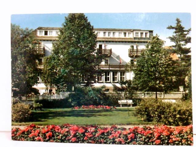 AK Bad König im Odenwald. Kursanatorium Müller. Gebäudeansicht, Parkanlage, Ruhebänke