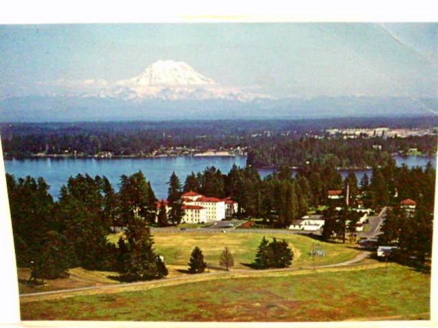 AK Veteran´s Administration Hospital. American Lake,Washington.Luftbild, Gebäudeansicht mit Park, Gebirge, See, USA