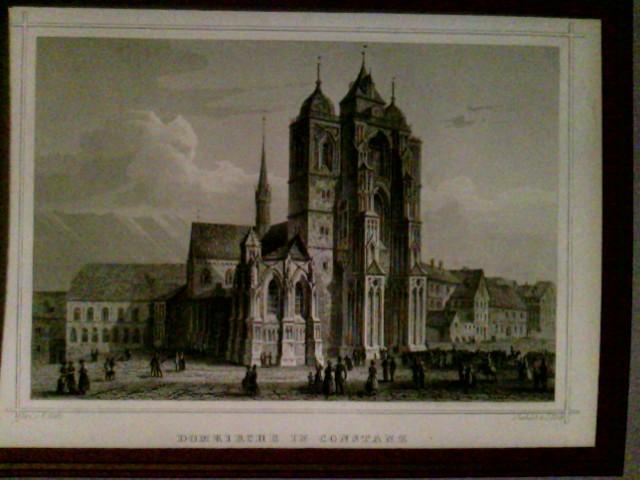 Domkirche in Constanz, Seitenansicht, Blick auf Westportal, Welserkappele, Kreuzgang und in die Wessenbergstraße. Im Vordergrund zahlreiche Personengruppen und Trauerzug.