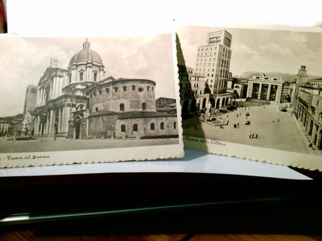 Brescia - Lombardei - Italien. 2 x AK s/w. 1 x Piazza del Duomo. 1 x Piazza della Vittoria. Gebäudeansichten, Brunnen, Autos, Personen