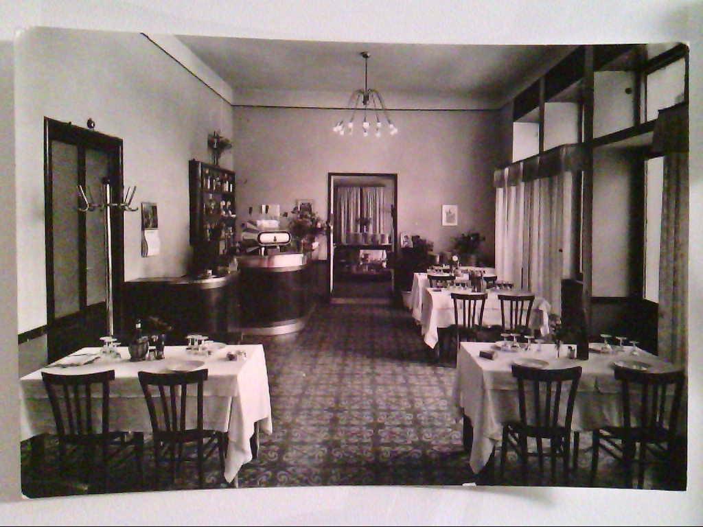 Hotel Excelsior. Cassino. Italien. Echt Photo. s/w. , Ansichtskarte