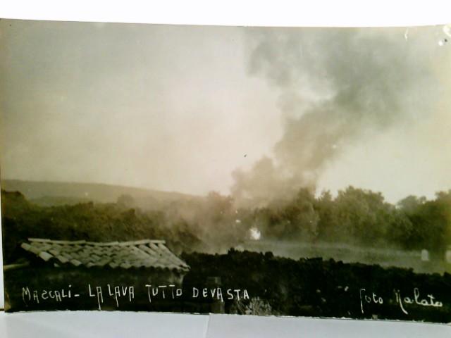 Etna / Ätna. Catania / Sizilien / Italien. Mascali - La Lava Tutto Devasta. Seltene AK s/w vom Ausbruch des Ätnas 1928. Die Lava erreicht den Ort Mascali.