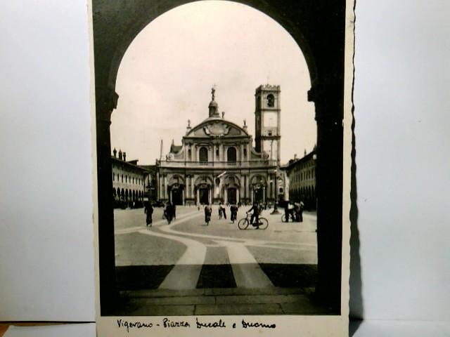 Vigevano. Piazza Ducale e Duomo. Seltene AK s/w. Blick über die Piazza zum Dom, Personen, Kirche, Lombardei, Italien