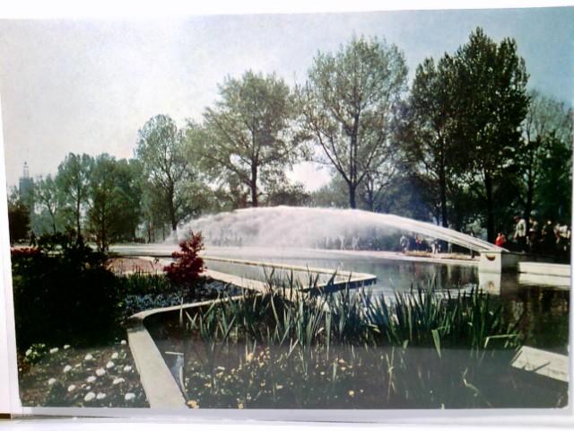 Bundesgartenschau in Köln am Rhein, 1957. Große Wasserspiele im Blumenhof. Alte, seltene AK farbig. Gartenanlage, Wasserspiele, Personen