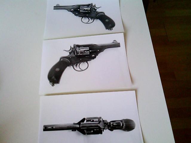 15 Fotos von Webley-Revolvern (.455): jeweils 3 S/W-Fotos von MK 1, Webley MK 2, Webley MK 3, Webley MK 4, Webley MK 5