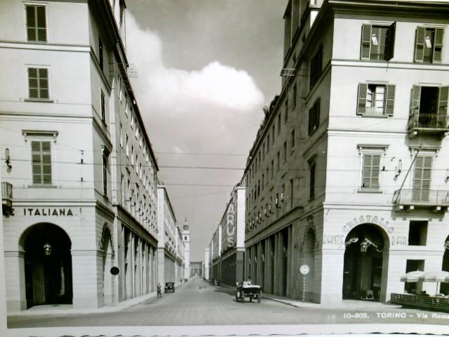 Torino / Turin / Piemont / Italien. Alte, seltene AK s/w. Via Roma. Straßenpartie, Gebäudeansichten, Pferdefuhrwerk, Auto, Geschäfte, Danze Bar Cristallo, Personen
