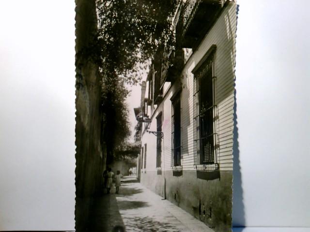 Sevilla / Andalusien / Spanien. Calle on del Aqua. Alte AK s/w. Schmale Gasse, Gebäudeansichten, Personen