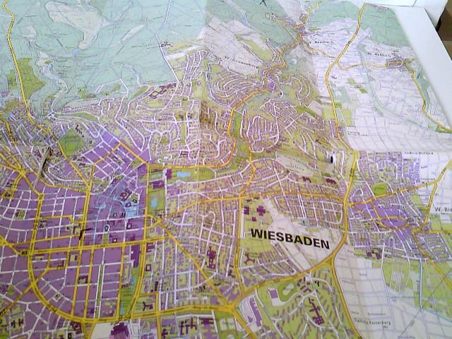 Wiesbaden - Landeshauptstadt. Amtlicher Stadtplan Maßstab 1 : 17 500. Faltplan