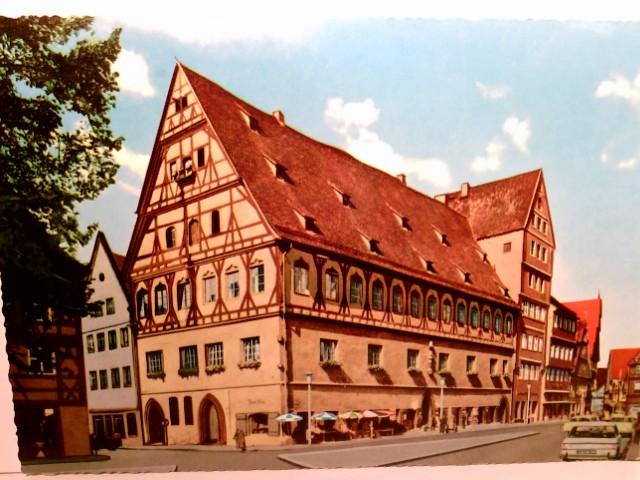 Nördlingen. Brot- und Tanzhaus. Alte Ak farbig. Straßenpartie, Gebäudeansicht mit Terrasse, Passanten, Autos