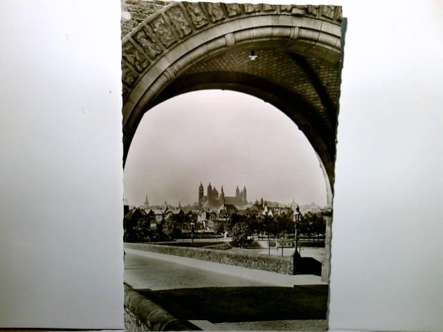 Worms am Rhein. Blick durch den Brückenbogen. Alte, seltene AK s/w. Teiansicht des Ortes, Blick zum Dom
