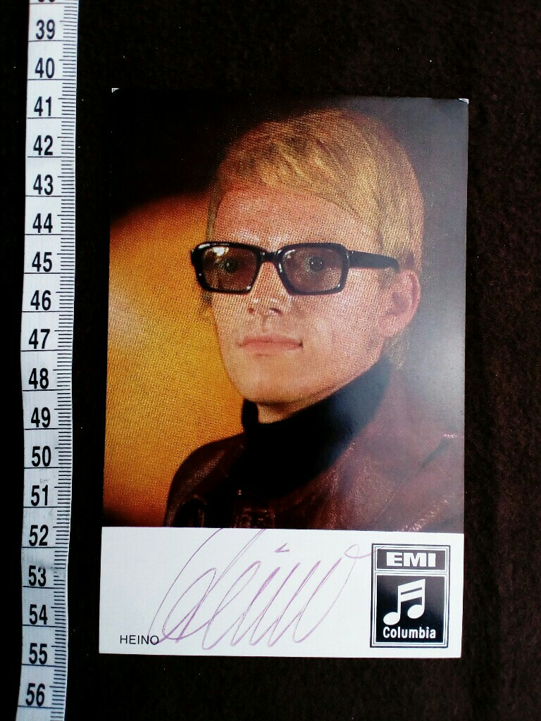original signierte Autogrammkarte.  original hand signed autograph card with picture of the famous german singer.
