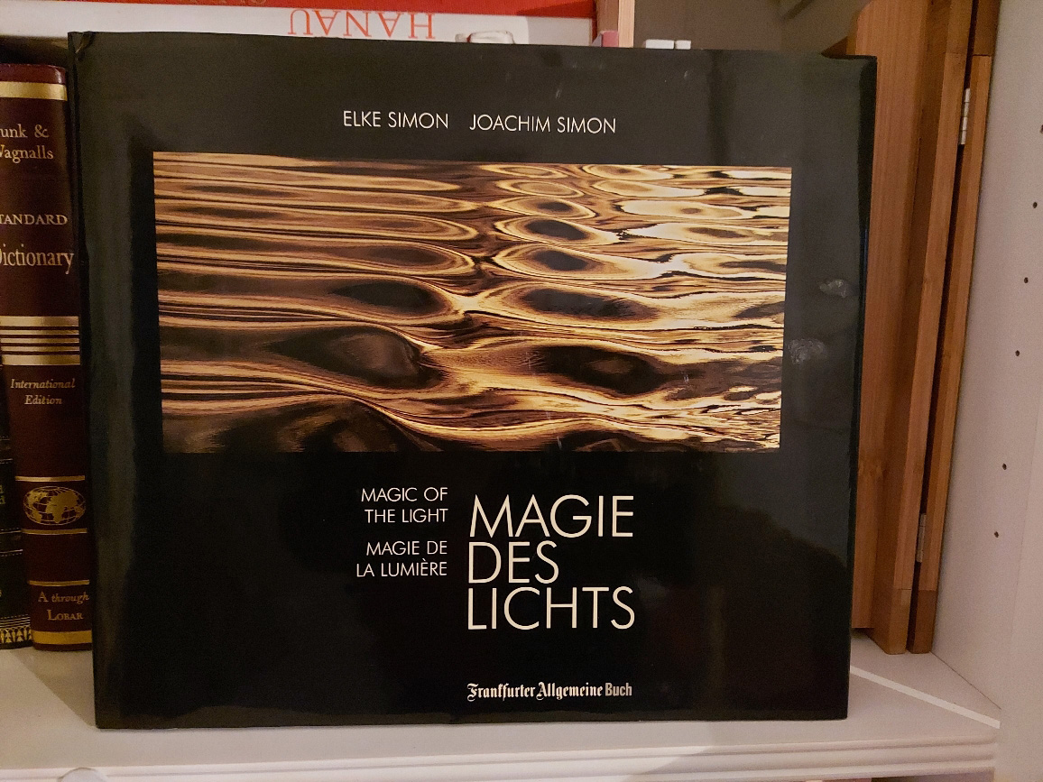 Magie des Lichts = Magic of the light. [2. Auflage] Elke Simon ; Joachim Simon 2. Aufl., 7. - 12. Tsd.