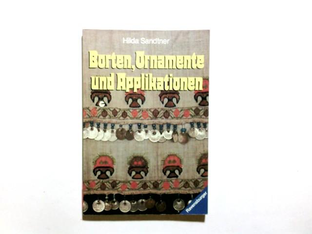 Sandtner, Hilda (Verfasser): Borten, Ornamente und Applikationen. Hilda Sandtner. [Alle Fotos in Farbe u. Schwarzweiss sind von Gertrud Roth aufgenommen worden] / Ravensburger Freizeit-Taschenbücher ; Bd. 28