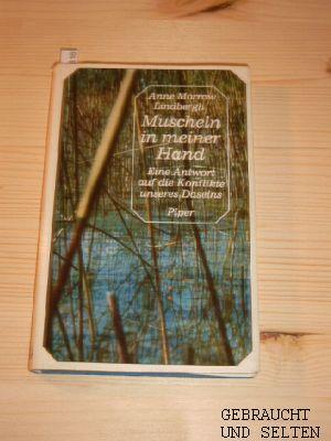 Muscheln in meiner Hand. [Übers. von Maria Wolff. Die Gedichte übertrug Peter Stadelmayer], Piper-Präsent. (23. Aufl., 229. - 243. Tsd.)