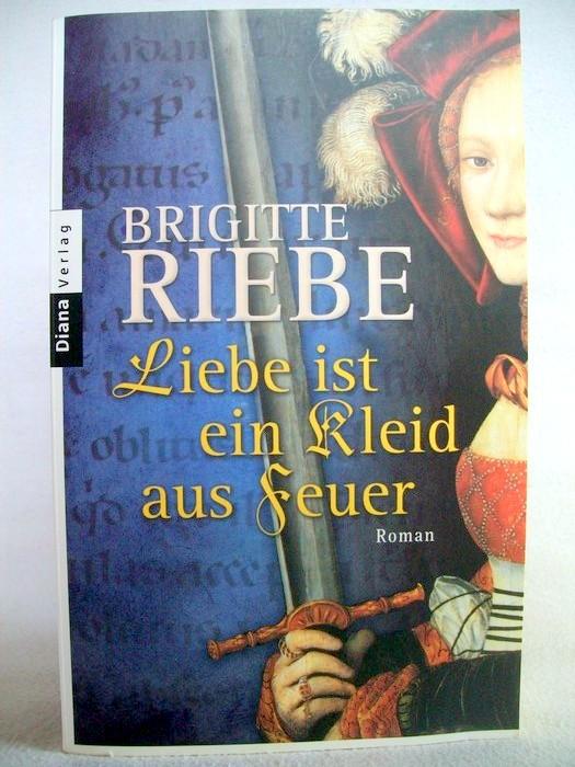 Riebe, Brigitte: Liebe ist ein Kleid aus Feuer. Roman. Taschenbucherstausg.