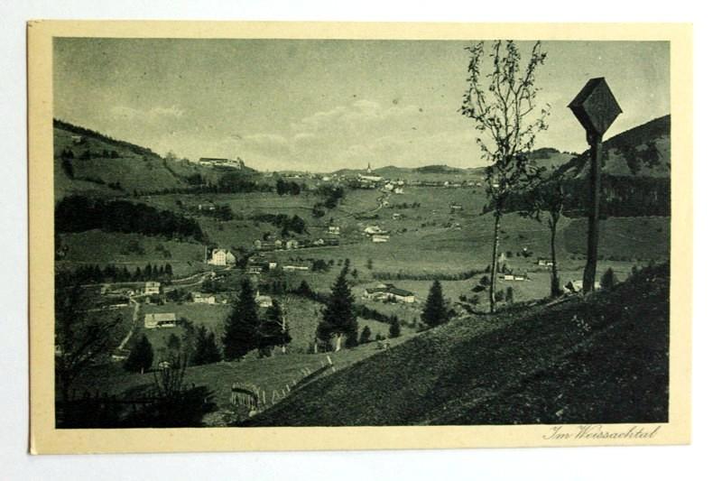 """Oberstaufen, Nr.: 353 Kruzifix am Steig nach Steibis, Blick auf Weißbach und Oberstaufen ; """" Im Weissachtal """""""