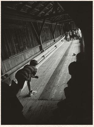 Gestern bleibt heute. Aufzeichnungen mit Photographien von Paul Schaufe. Einmalige Auflage von 300 Exemplaren. - Kunert, Günter und Paul Schaufe.
