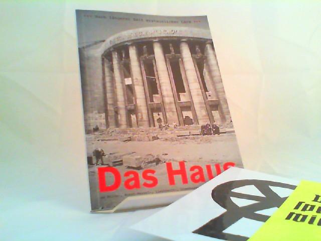 Nach längerer Zeit erstaunlicher Lärm. Das Haus am Bülow-, Horst-Wessel-, Liebknecht-, Luxemburg-, Rosa-Luxemburg-Platz. [100 Jahre Volksbühne]