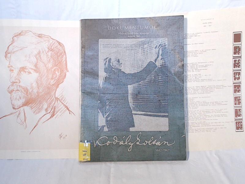 Dokumente - Zoltan Kodaly - 1882-1967. Außentitel: Dokumentumok. Fövarosi Szabo Ervin Könyvtar. Budapest, 1982. Inhaltsverzeichnis zweisprachig Ungarisch/Deutsch.