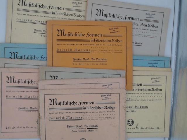 Musikalische Formen in historischen Reihen. Spiel- und Singmusik für den Musikunterricht und für das häusliche Musizieren - Konvolut mit 12 Bänden. 1. Band: Das Menuett; 2: Die Variation; 3: Die Ballade; 4: Das Rondo; 7: Die Fuge; 9: Die Suite; 11: Das Melodram; 12: Das Charakterstück; 13: Die Programm-Musik; 14: Der Volkstanz; 17: Der Kanon; 18: Die Sonate.