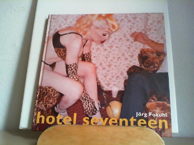 HOTEL SEVENTEEN. Das besondere - und erschwinglichere - Hotel an 225 East 17th Street in New York mit einer eigenen Tradition. Hier findet man Visionäre oder auch nur Träumer aus der ganzen Welt. Ein besonderer Fotoband über diese Menschen im Hotel.