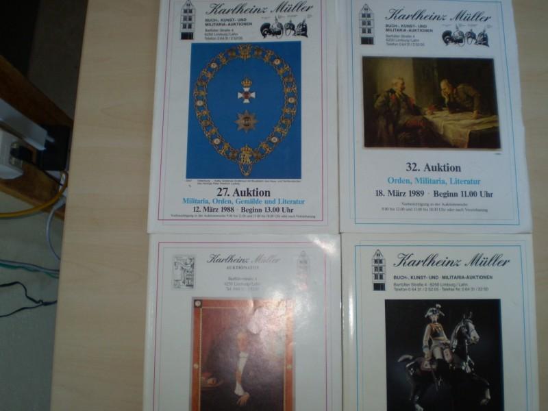 KARLHEINZ MÜLLER BUCH-, KUNST- UND MILITARIA-AUKTION. 27. Auktion 1988 (Militaria, Orden, Gemälde); 32. Auktion 1989 (Orden, Militaria, Literatur); 35. Auktion 1989 (Generalogie); 36. Auktion 1989 (Orden, Militaria). 4 Auktionskataloge von 1988-1989.