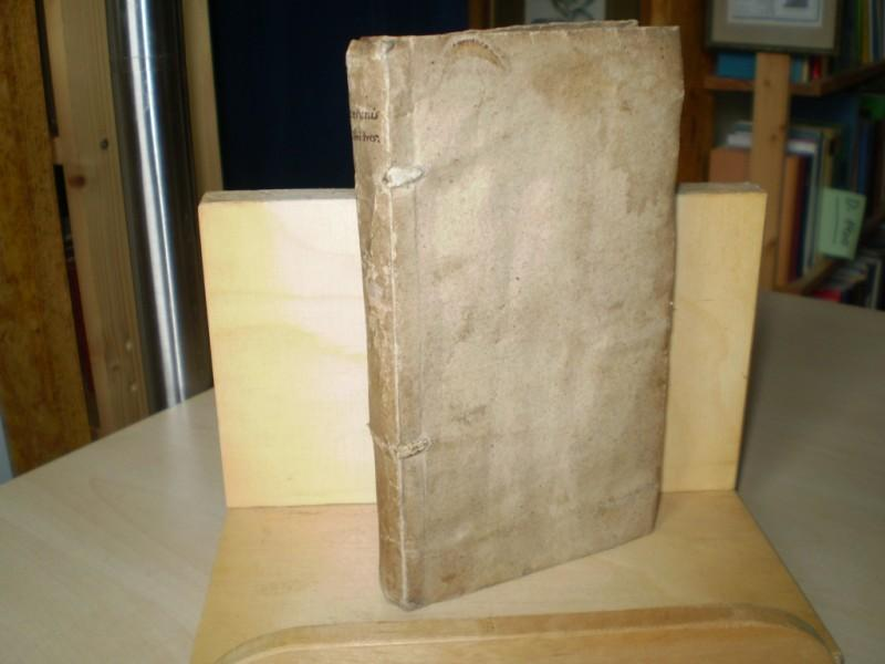De officiis libri tres, cum argumentis. item de amicitia, de senecture, paradoxa, de petitione consulatus, & fragmenta.